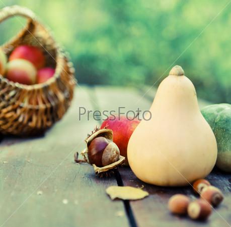 Фотография на тему Тыквы, варенье, орехи и корзина с яблоками