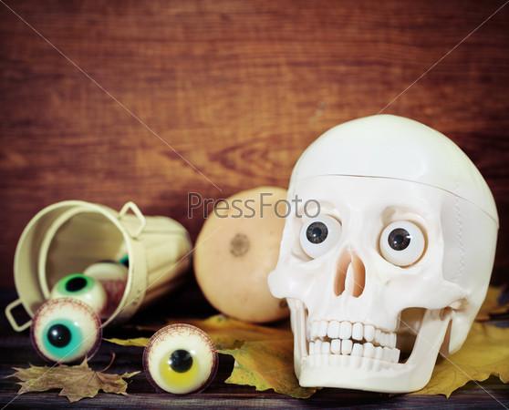Фотография на тему Жуткий череп, конфеты и тыквы - Хэллоуин
