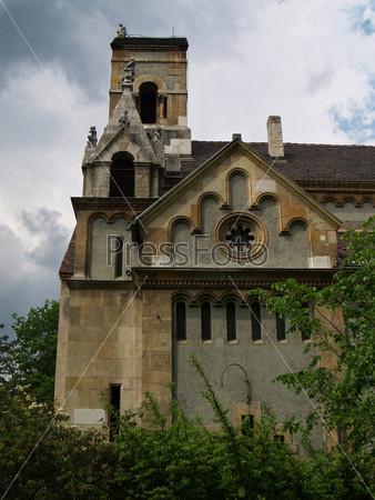 Церковь в парке Будапешта