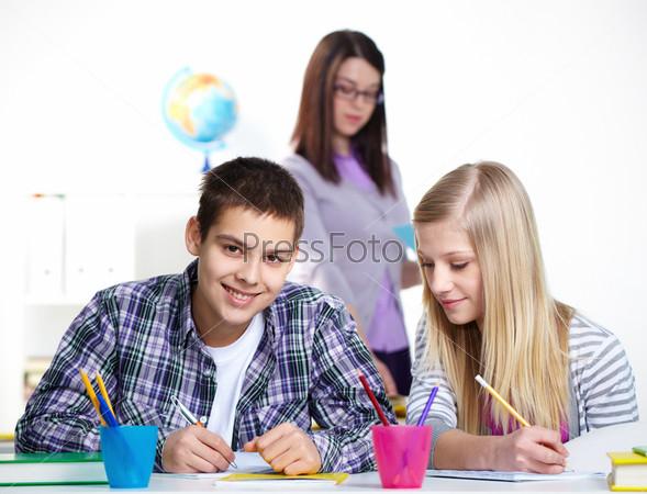 Одноклассники на уроке