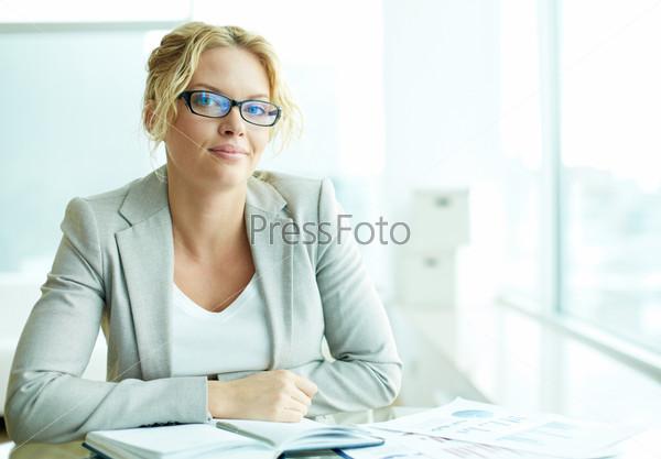 Бизнес-леди в офисе
