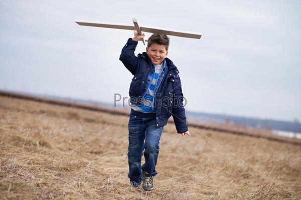 Фотография на тему Мальчик с игрушкой