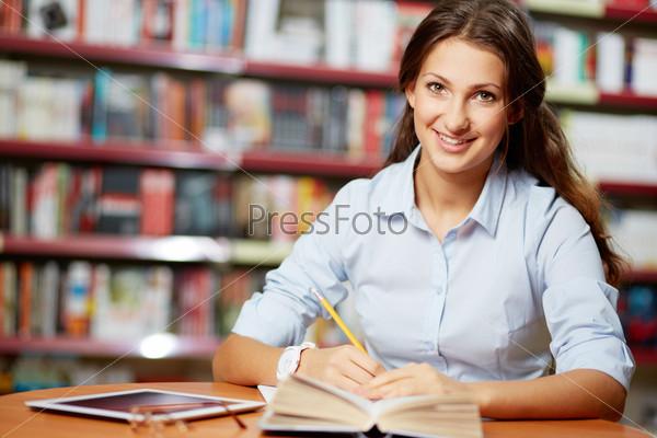 Фотография на тему Умная студентка