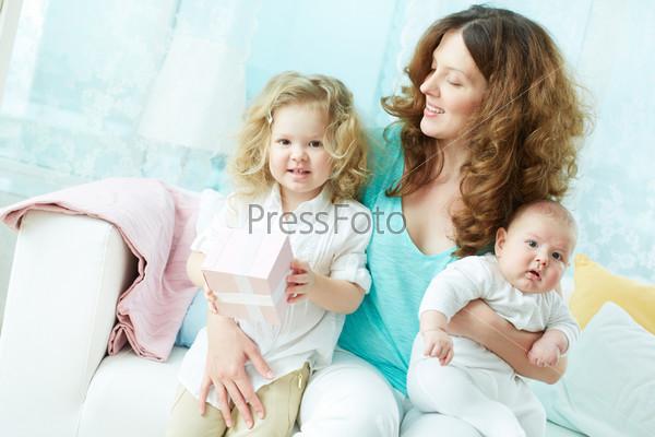 Фотография на тему Женщина с детьми