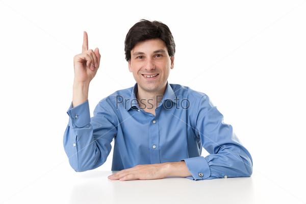 Бизнесмен поднял палец вверх