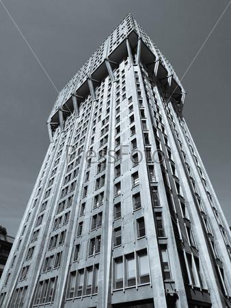 Торре Веласка, пример итальянский новой брутальной архитектуры