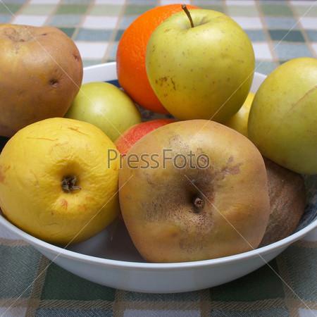Фотография на тему Органические фрукты в тарелке