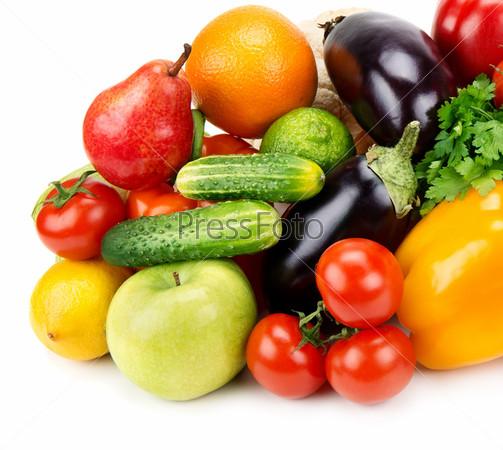 Набор фруктов и овощей, изолированных на белом фоне