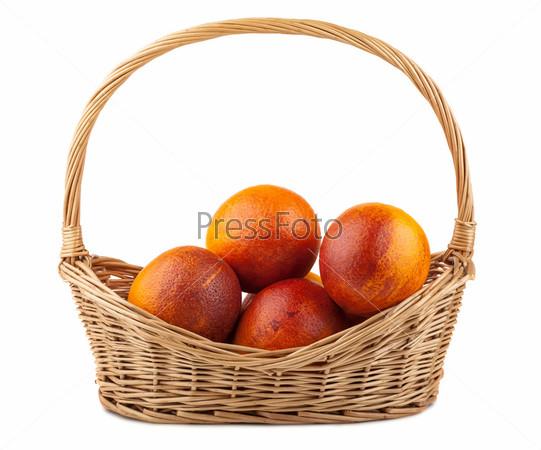 Фотография на тему Красные апельсины в плетеной корзине