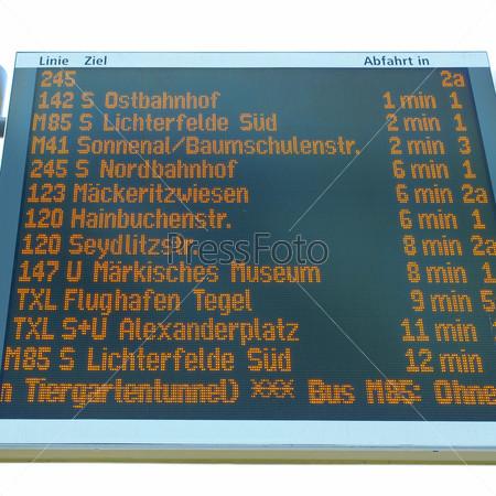 Табло прибытия или убытия на вокзале или в аэропорту
