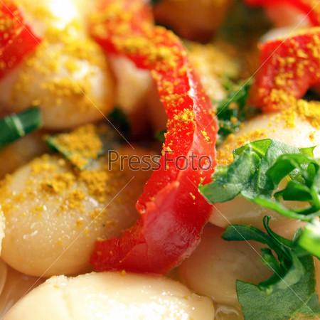Фотография на тему Вегетарианское блюдо - сыр, майонез, карри, фасоль, перец и огурцы