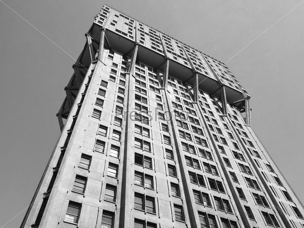 Торре Веласка, Милан, пример итальянской новой архитектуры