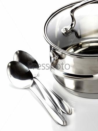 Кастрюля и ложки. Кухонная утварь. Посуда