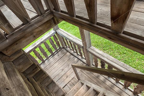 Фотография на тему Деревянная лестница в старом доме