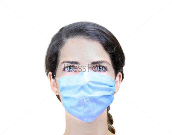 Женщина в хирургической маске