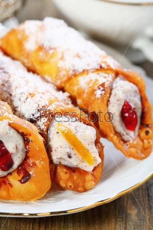 Фотография на тему Пирожные с кремом рикотта и цукатами