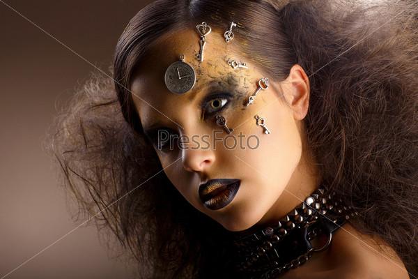 Фотография на тему Артистизм. Блестящая женщина в тени. Золотой макияж. Творчество
