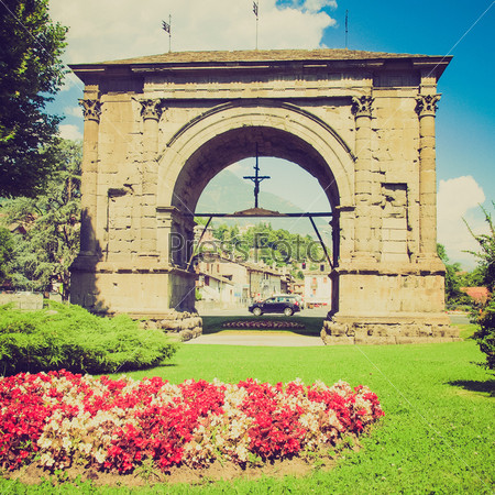 Арка Августа, Аост, Италия