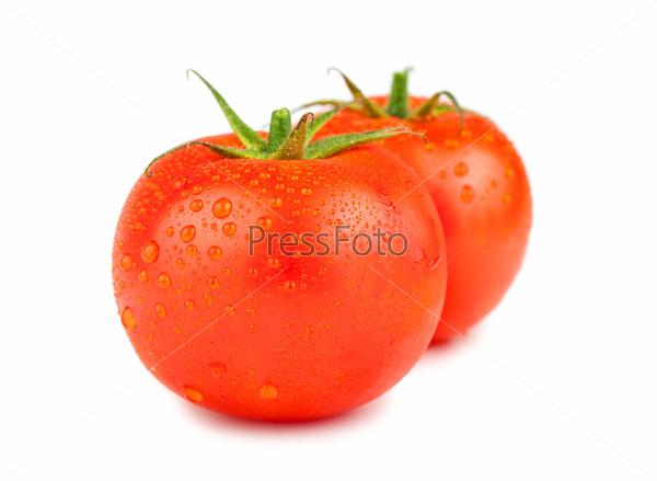 Фотография на тему Два спелых красных помидора с каплями воды