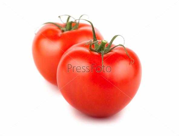 Пара спелых красных помидоров