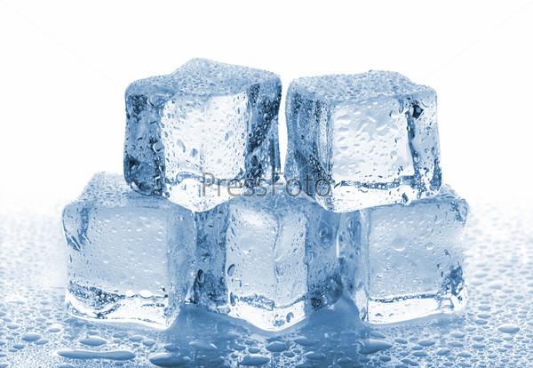 Пять кубиков растаявшего льда