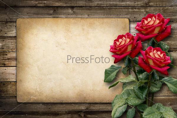 Приглашение или поздравительная открытка с красными розами в винтажном стиле