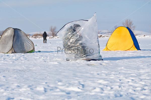 Фотография на тему Рыбалка на зимнем озере