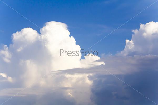 Красивое небо с облаками перед грозой