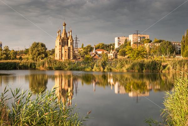 Фотография на тему Перед дождем. Свято-Георгиевский храм. г.Алчевск