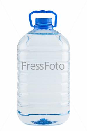 Большая пластиковая бутылка пресной воды