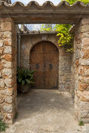 Старые деревянные двери