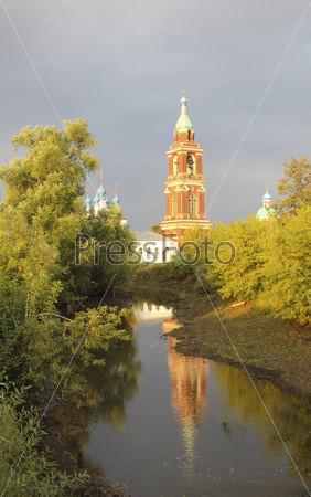 Свято-Покровская церковь и колокольня 18 века