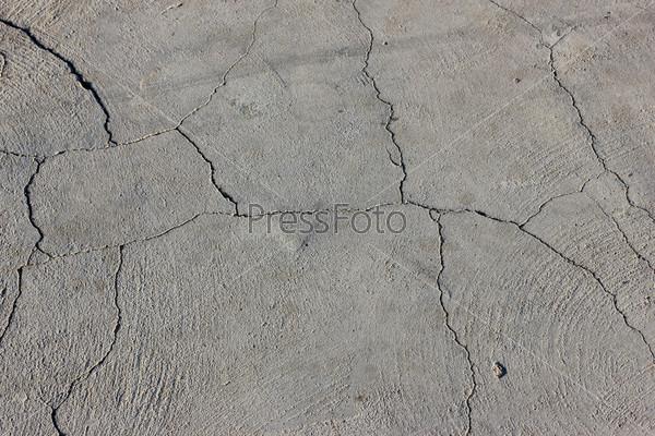 Цементная стена с трещинами