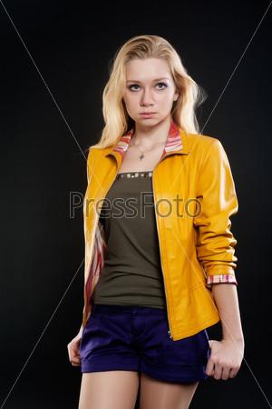 Портрет грустной блондинки