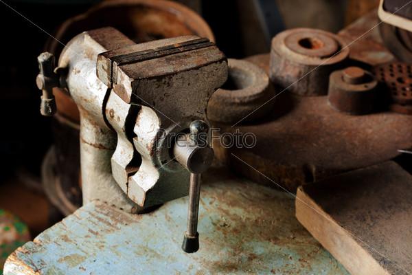 Старый инструмент на ремонтном участке
