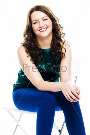 Фотография на тему Красивая и молодая женщина в зеленой кофте
