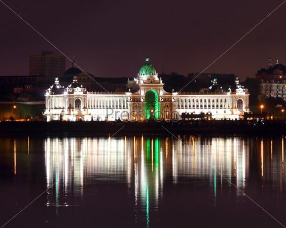 Дворец фермеров ночью, Казань