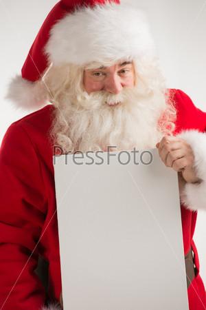 Фотография на тему Санта-Клаус с белым листом бумаги