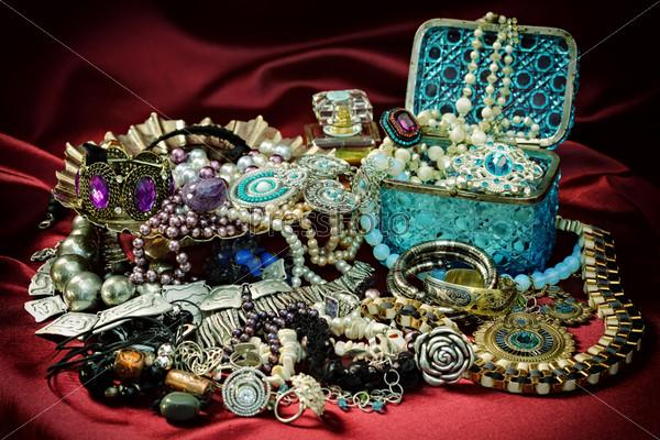 Женские ювелирные изделия