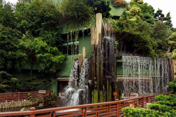 Водопад в Китайском парке