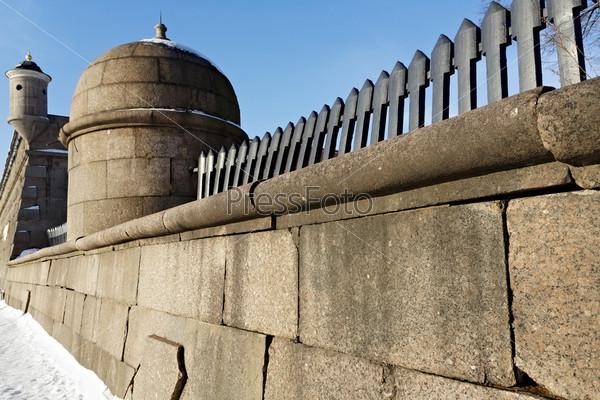 Фотография на тему Гранитные стены Петропавловской крепости
