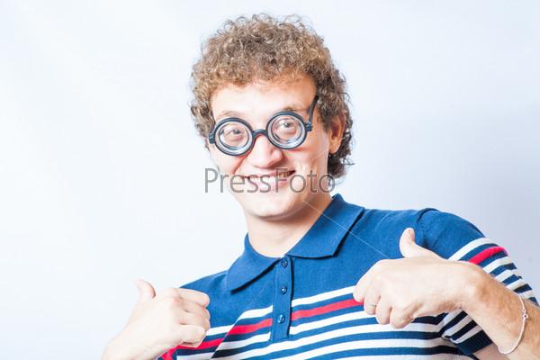 Портрет мужчины с очками ботаника