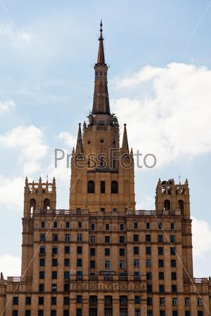 Высотное здание на Кудринской площади в Москве