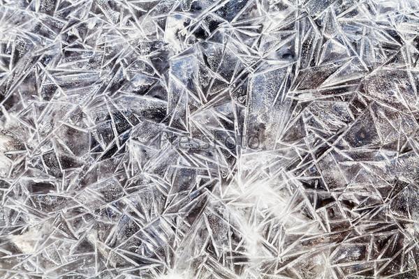 Фотография на тему Кристаллы льда на замерзшей луже