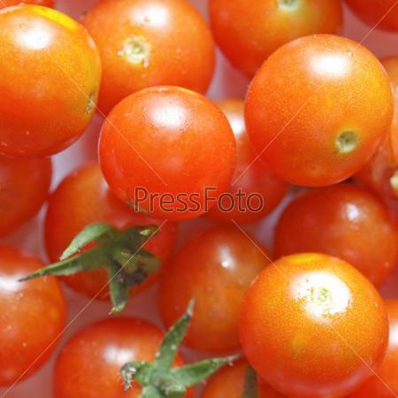 Красные помидоры черри
