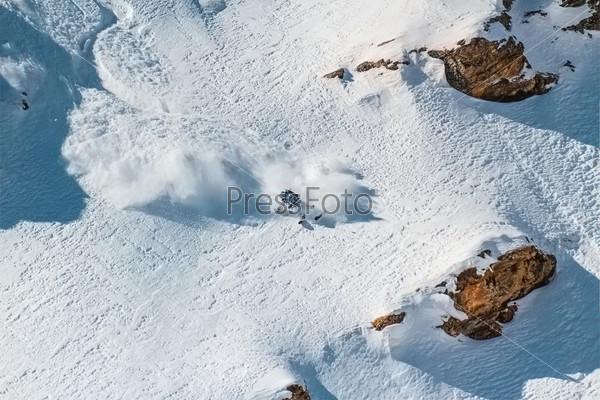 Фотография на тему Лыжник на крутом склоне