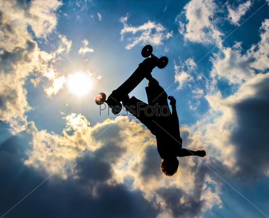 Фотография на тему Силуэт на майнтинборде на фоне неба