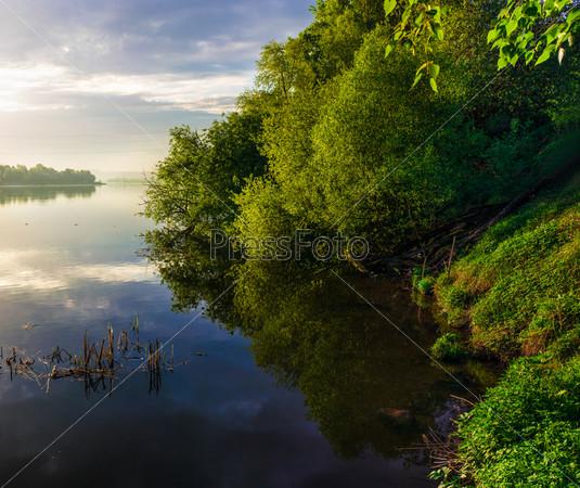 Фотография на тему Берег реки на рассвете