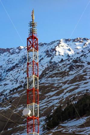 Фотография на тему Радио-вышка в горах