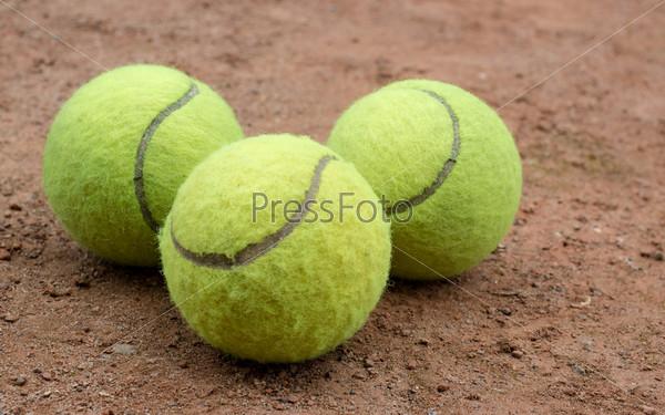 Фотография на тему Три теннисных мяча